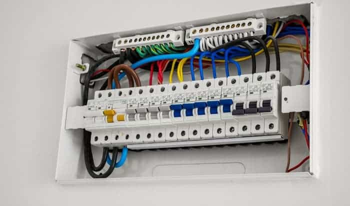 How-much-does-it-cost-to-change-a-fuse-box-to-a-breaker-box