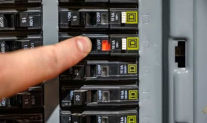 how to reset circuit breaker with test button