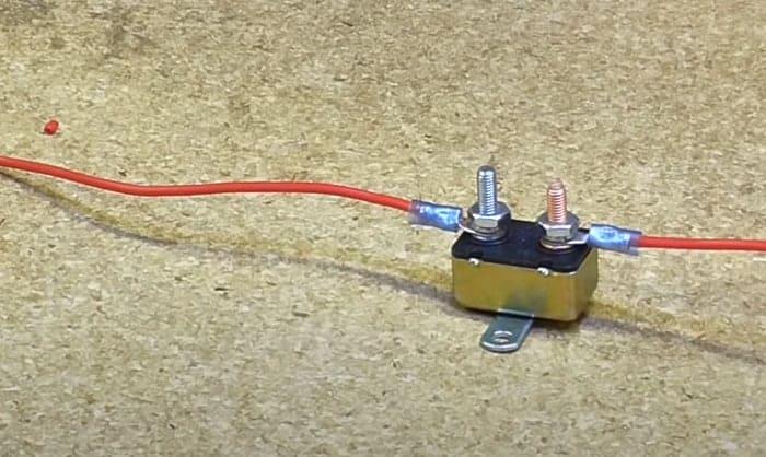 auto-reset-circuit-breaker-12v