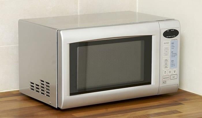 microwave trips breaker when door opens