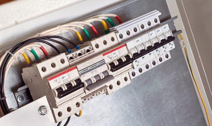 8-gauge-wire-breaker-size
