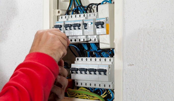 how many breakers can i put in a 200 amp panel